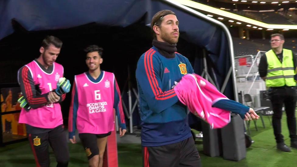 Sergio Ramos, saliendo a entrenar en Suecia (@SeFutbol)