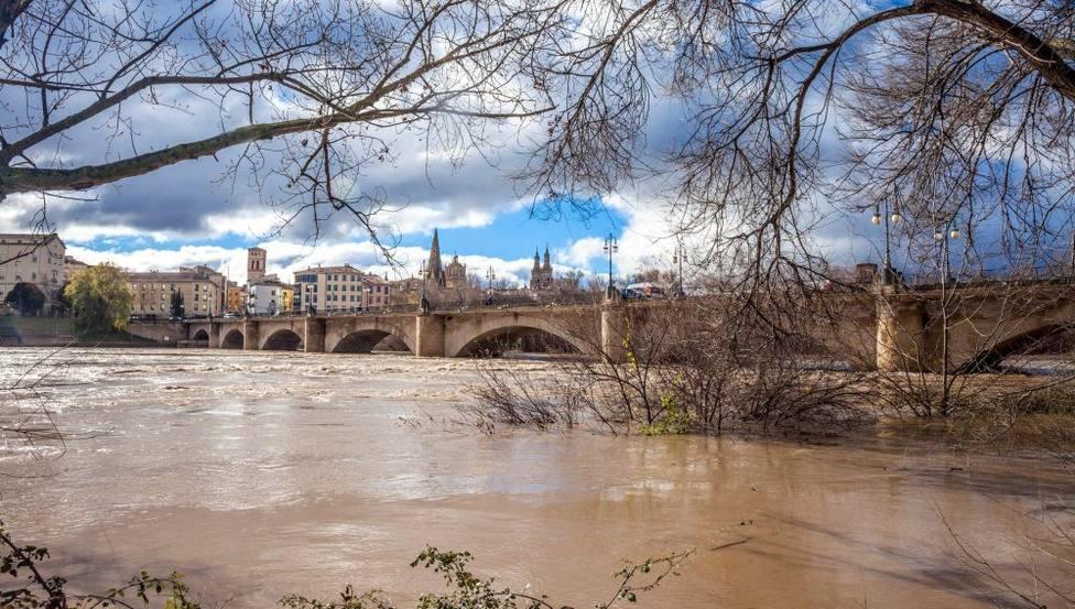 Desalojadas tres urbanizaciones de Zaragoza por riesgo de inundaciones