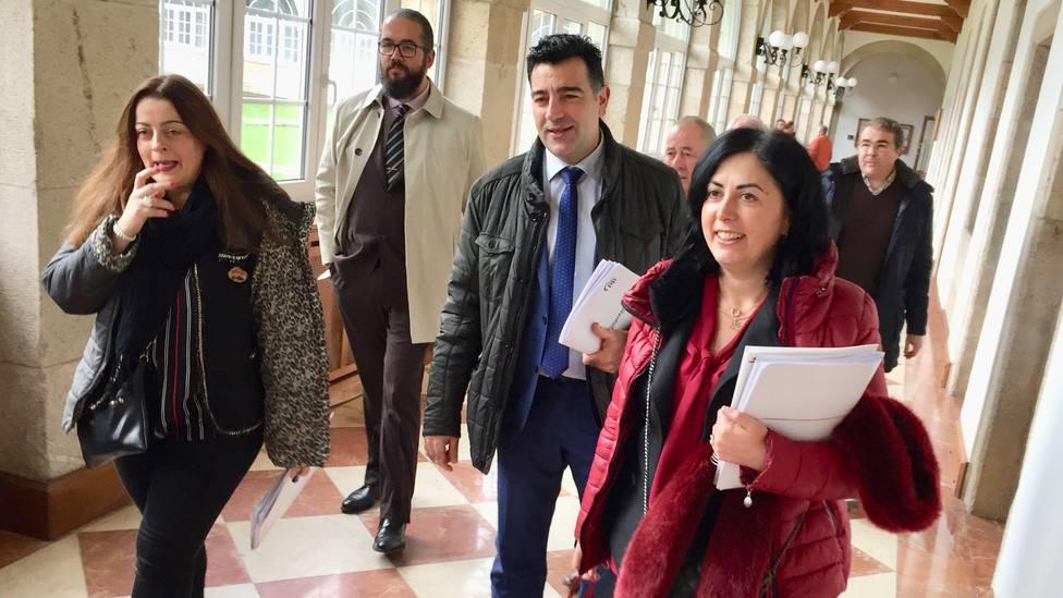 Elena Candia acompañada por otros miembros del grupo provincial del Partido Popular