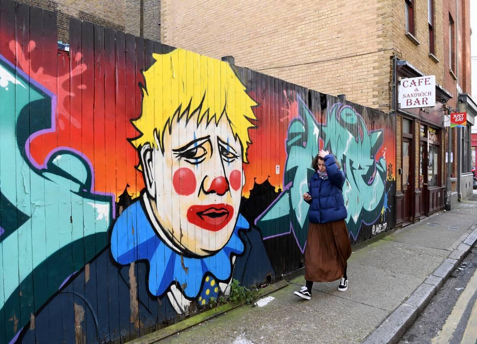 Un contrato de 30.000 euros y saber inglés: las duras exigencias de Boris Johnson para emigrar a Reino Unido