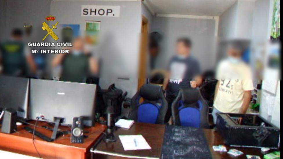 Tres detenidos en Bigues i Riells por estafar medio millón de euros a 5.000 compradores