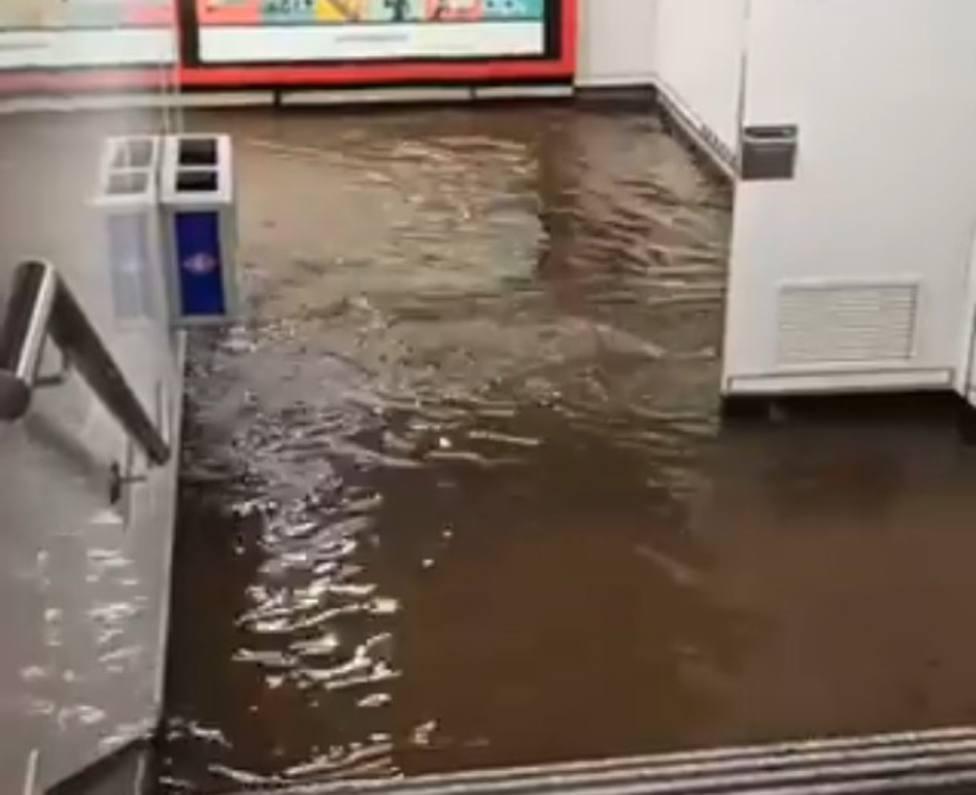 El Metro de Madrid, inundado por la tromba de agua: varias líneas sufren cortes de circulación