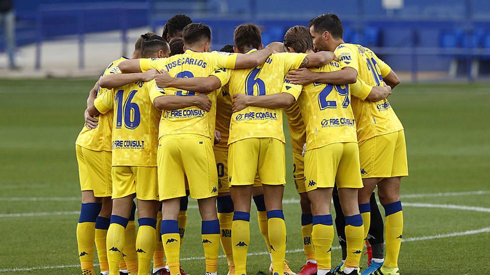LaLiga pide la suspensión del partido Sabadell-Alcorcón por cinco nuevos positivos en la plantilla madrileña.
