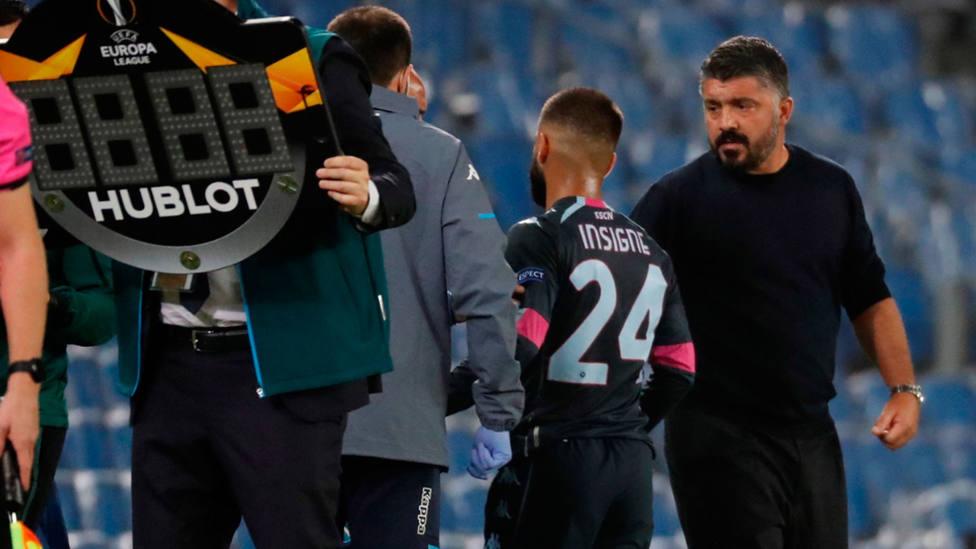 Insigne se retira lesionado en el Reale Arena, en el partido entre Real Sociedad y Nápoles. EFE