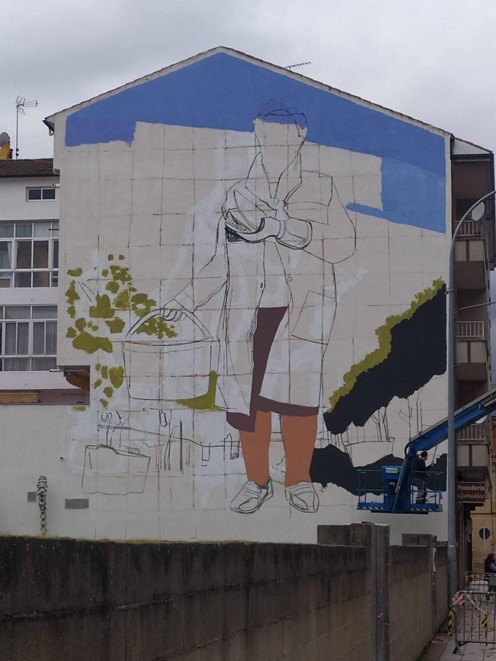 El mural ocupa la fachada lateral de un edificio de la calle Hermanos Moreno