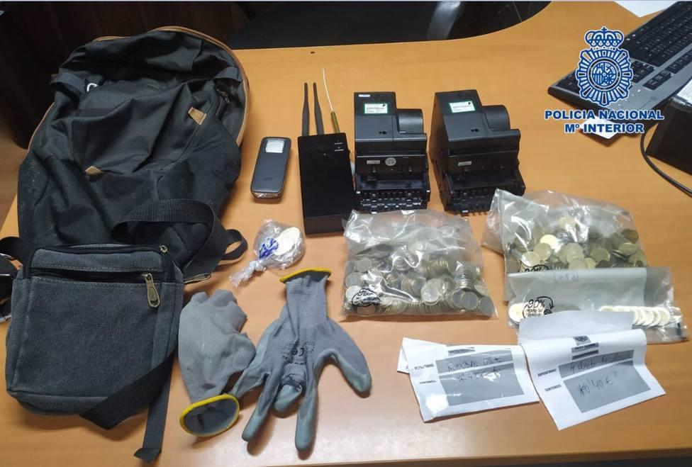 La Policía Nacional detiene in fraganti a tres personas que acababan de cometer dos robos con fuerza