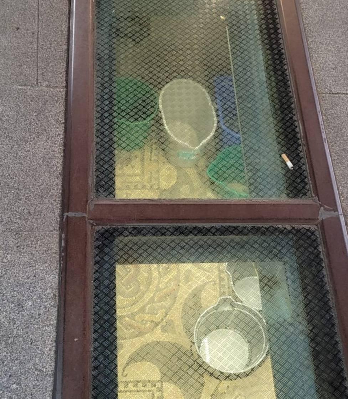Cubos de fregona protegen restos romanos en Lugo por las goteras de las ventanas arqueológicasEl grupo municip