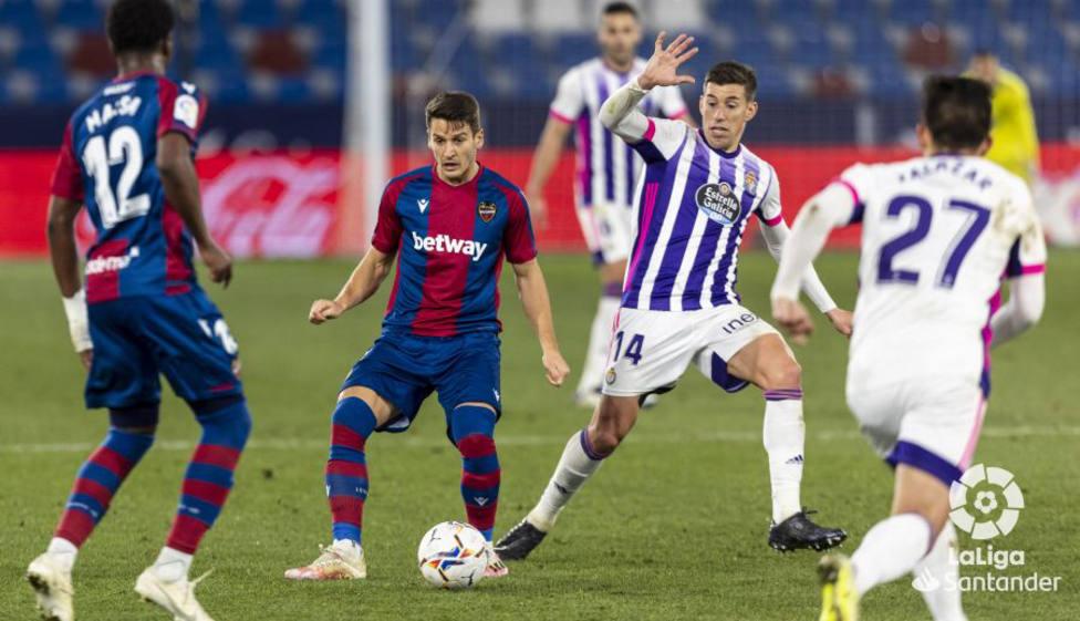 Malsa y Radoja en la jugada del empate del Real Valladolid