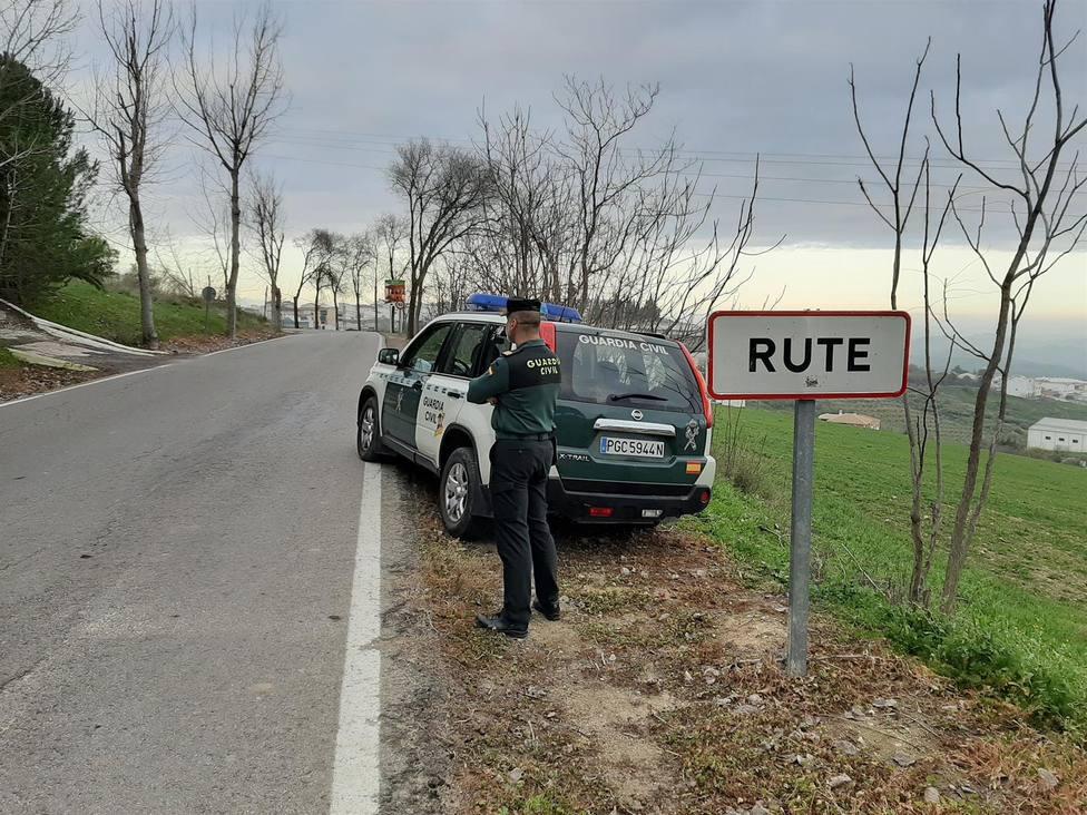 Detenido en Rute con cinco kilos de hachís un conductor tras huir y esconderse en un olivar