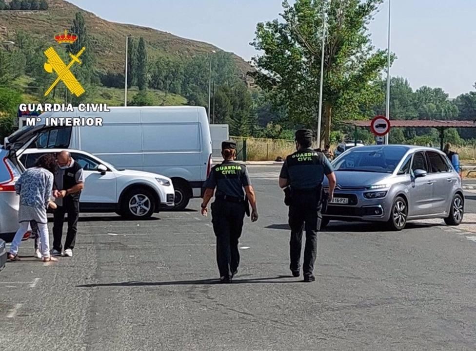 Sucesos.- Detenidos en Burgos los dos miembros de una banda que realizaba hurtos al descuido en áreas de servicio
