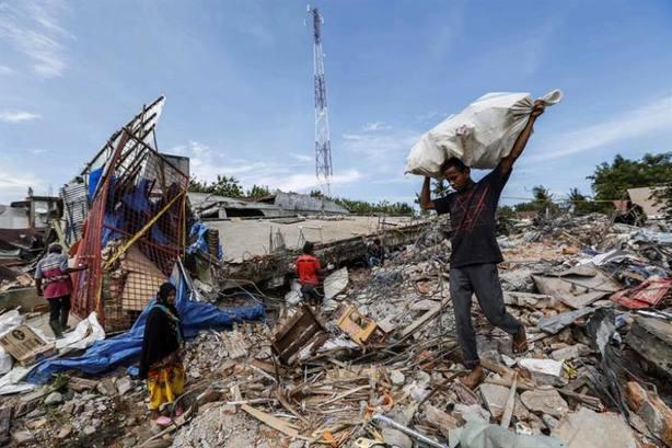 Al menos dos muertos tras el último terremoto de 6,9 en Indonesia