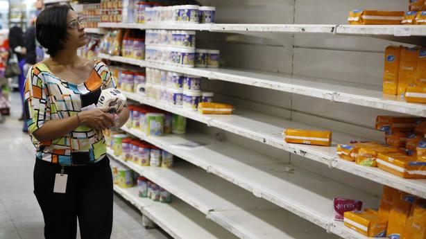 La economía venezolana ha caído un 50 % desde que Maduro es presidente