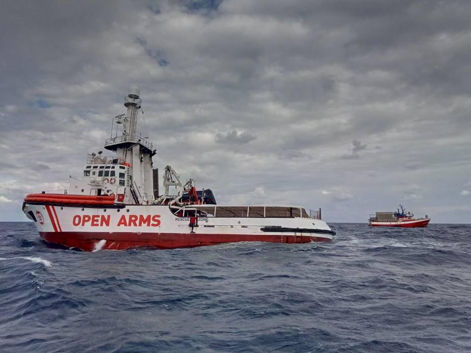 Proactiva solicita autorización para subir a bordo del Open Arms a los 11 migrantes del pesquero español