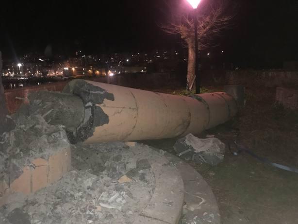 Desconocidos derriban por la fuerza en Ondarroa (Vizcaya) un monumento franquista