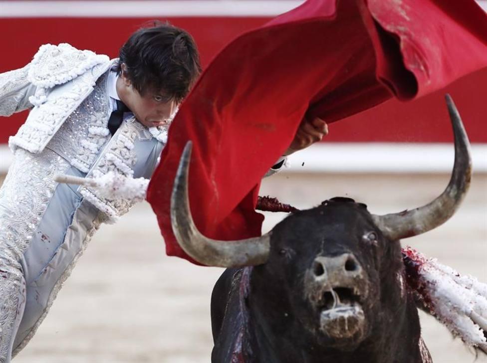 Roca Rey, ayer resentido de una lesión y mañana será baja en Pamplona