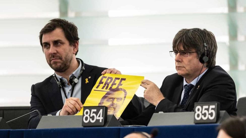 Puigdemont y Comín montan un teatrillo a favor de Junqueras en la Eurocámara y acaban haciendo el ridículo
