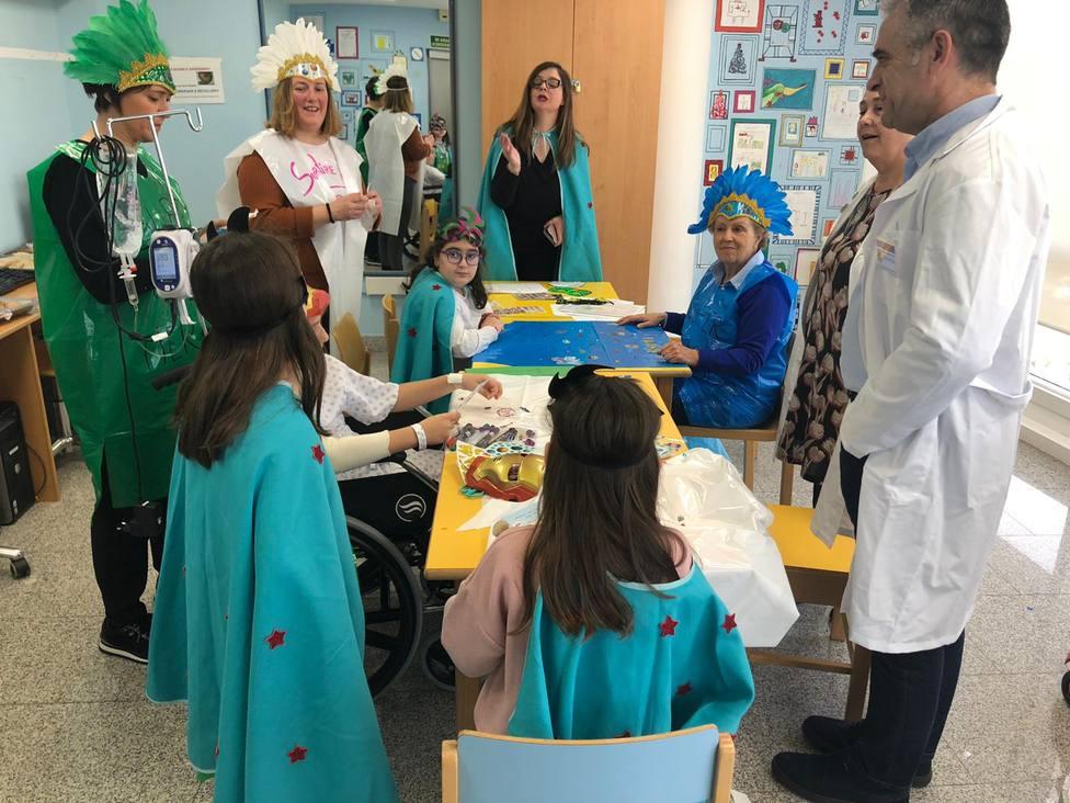 Los niños y niñas ingresados del Área Sanitaria de Ferrol confeccionaron sus propios disfraces