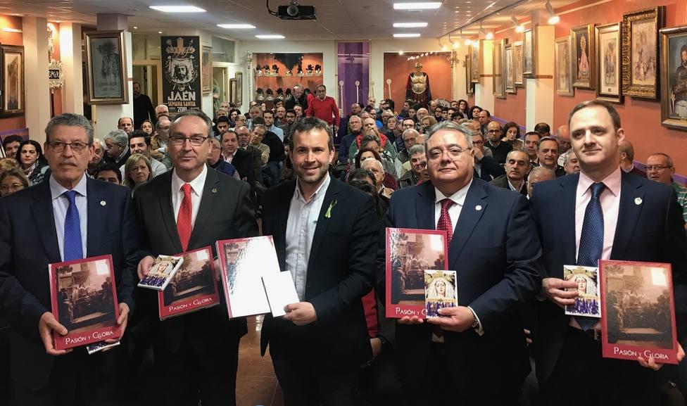 Presentada la revista Pasión y Gloria y la guía de itinerarios de la Semana Santa de Jaén