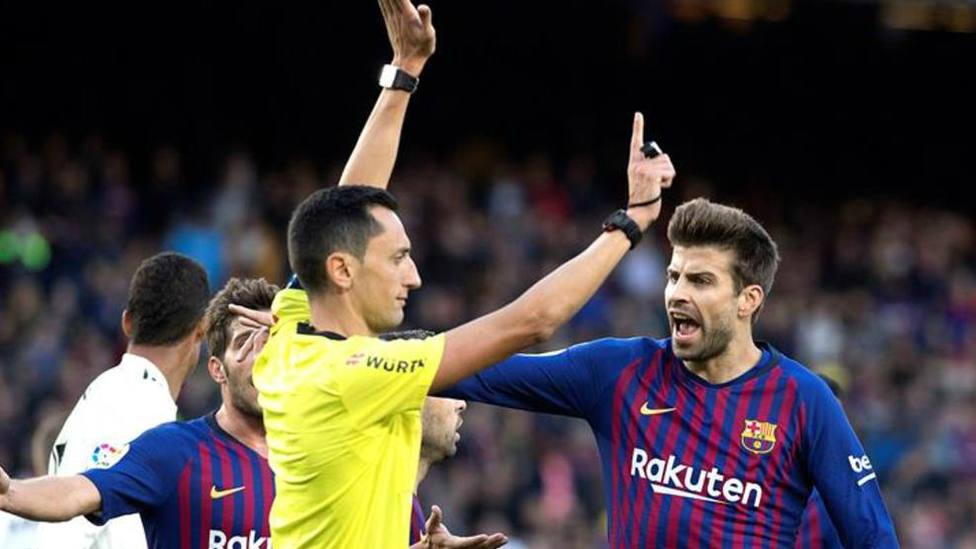 Sánchez Martínez pitando al Barça