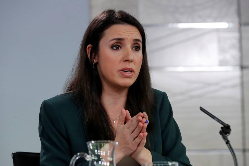 """Lección de español a Irene Montero por hablar de hogares """"monomarentales"""": Y con monopiscina y monojardín"""