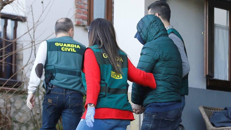 Registro en la vivienda del presunto inductor del asesinato de Javier Ardines