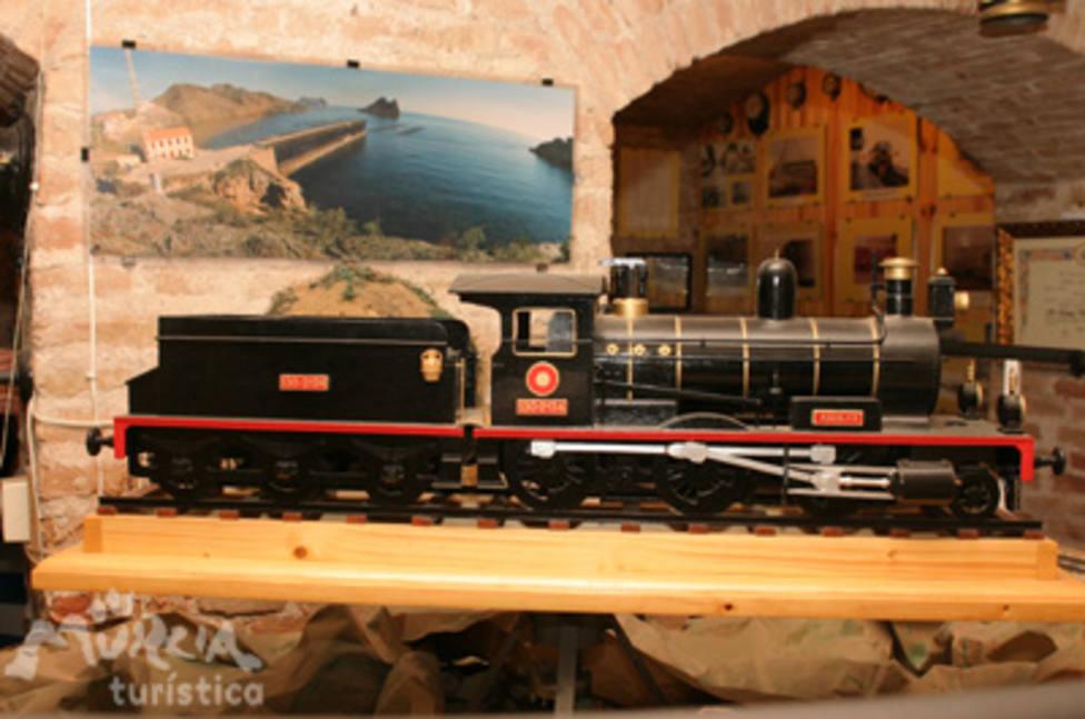 Murcia promoverá un convenio para catalogar y documentar las 1.600 piezas del Museo del Ferrocarril