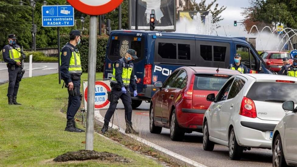 Control a la entrada de Oviedo durante el cierre perimetral de octubre
