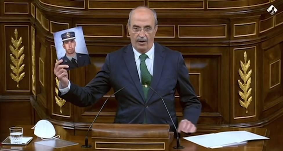 La respuesta del padre de un guardia civil asesinado por ETA al acto de destrucción de armas con Sánchez