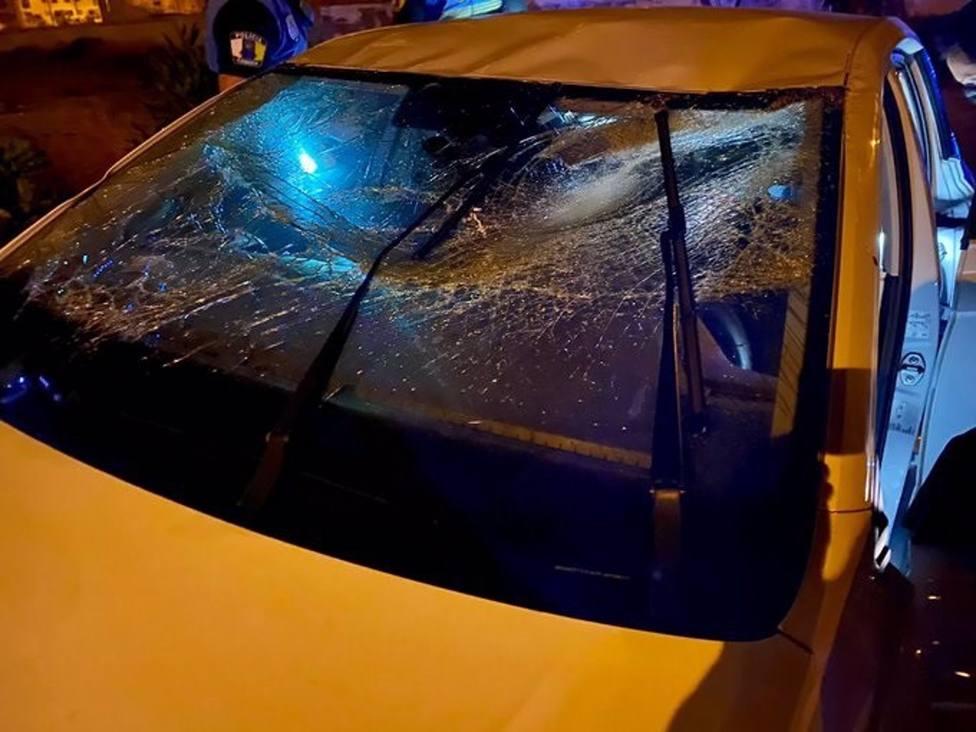 Un coche vuelca de madrugada en Jinámar y el conductor se va dejando heridos leves a otros dos ocupantes