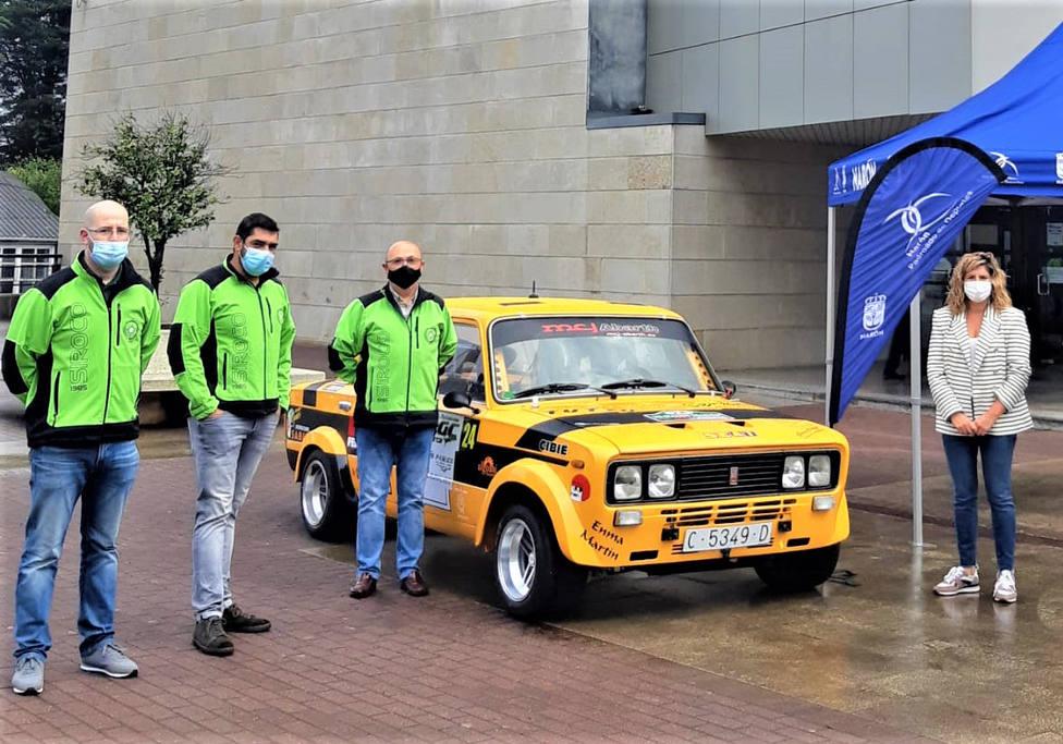 Brais Noval, Ramiro Fandiño y Ramón Padín con la alcaldesa de Narón, Marián Ferreiro - FOTO: Cedida