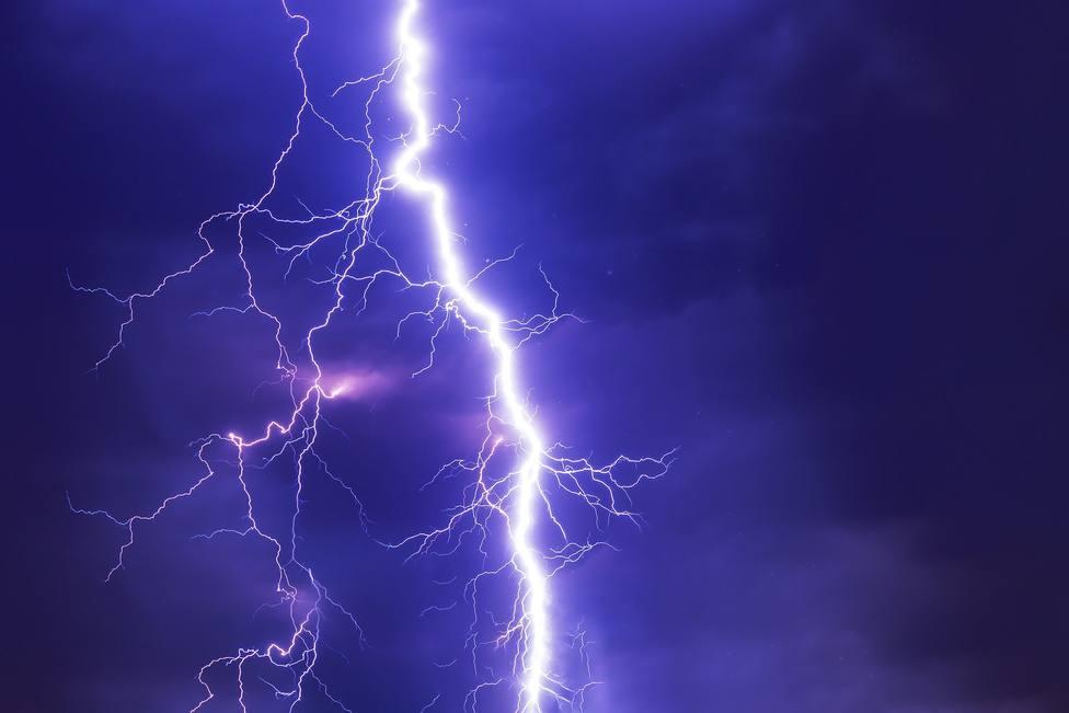 ctv-bl1-lightning-2568381 1920