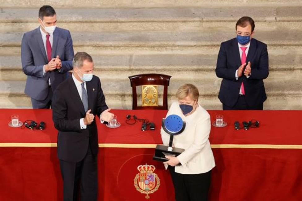 Angela Merkel defiende una UE fuerte y unida durante el acto de entrega del Premio Europeo Carlos V