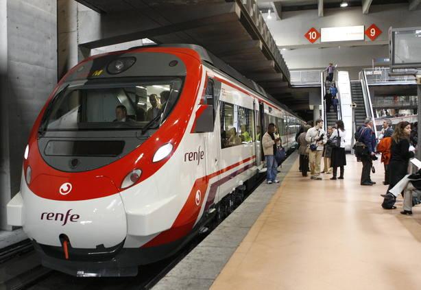 Un tren de cercanías en Madrid. EFE