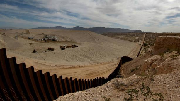 La mayoría de los estadounidenses apoyan militarizar la frontera, pero no el muro