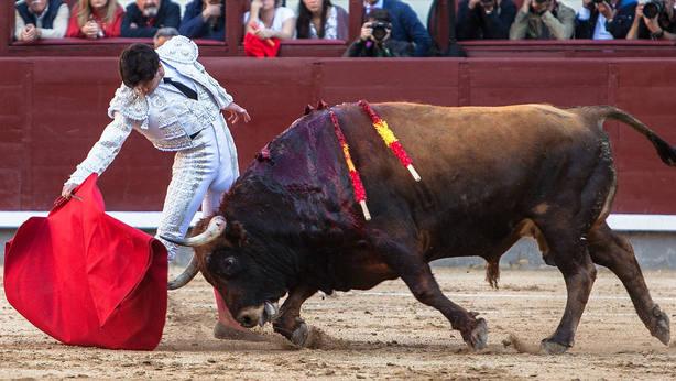 Juan del Álamo durante la faena de muleta al segundo toro de Las Ramblas