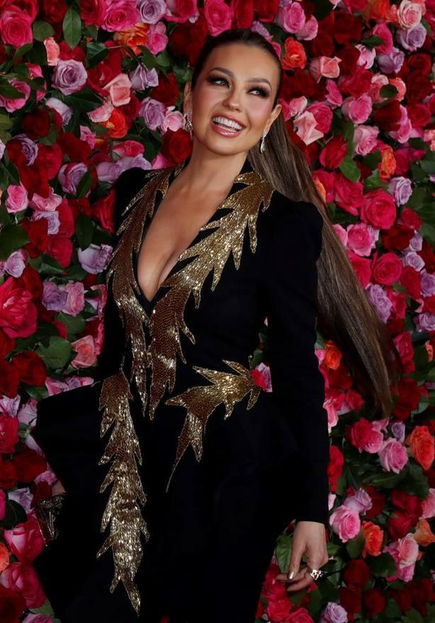 Thalía convierte en canción su vídeo viral Me oyen, me escuchan