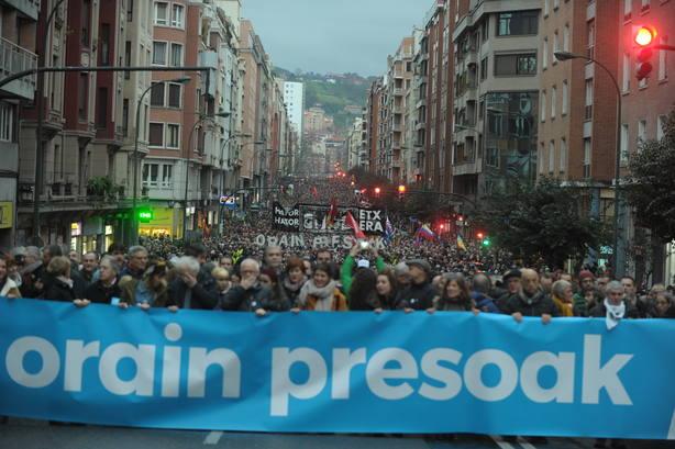 Decenas de miles de personas rechazan en Bilbao la dispersión de presos de ETA y las promesas incumplidas del Gobierno
