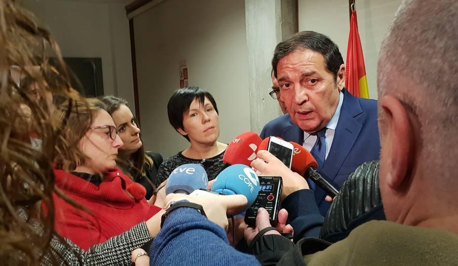 El consejero de Sanidad, Sáez Aguado, en declaraciones a la prensa esta mañana