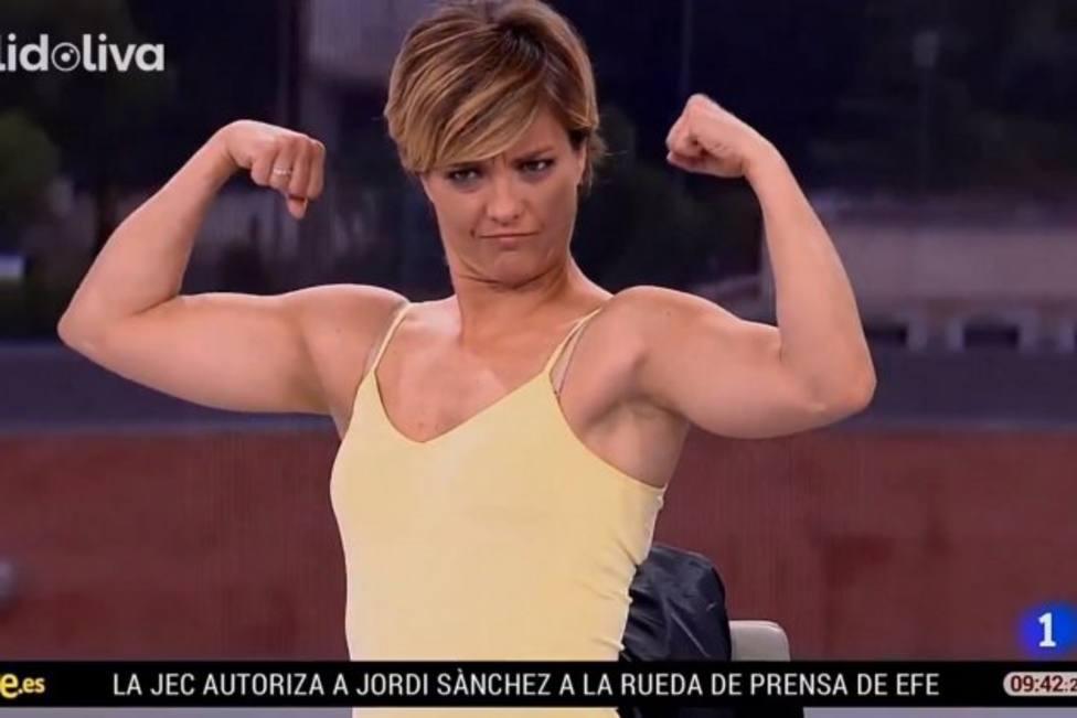El cómico error de TVE: María Casado luciendo bíceps mientras hablan de yihadismo en el informativo
