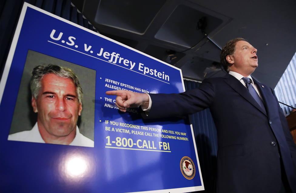 La autopsia revela que Jeffrey Epstein tenía varios huesos rotos en el cuello