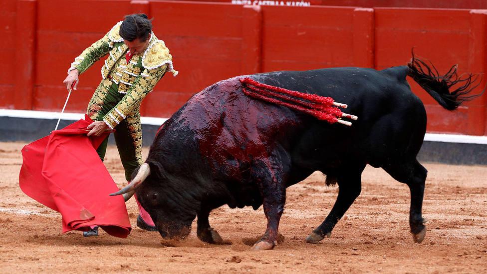 Trincherilla de Diego Urdiales al primer toro de Montalvo al que cortó una oreja en Salamanca