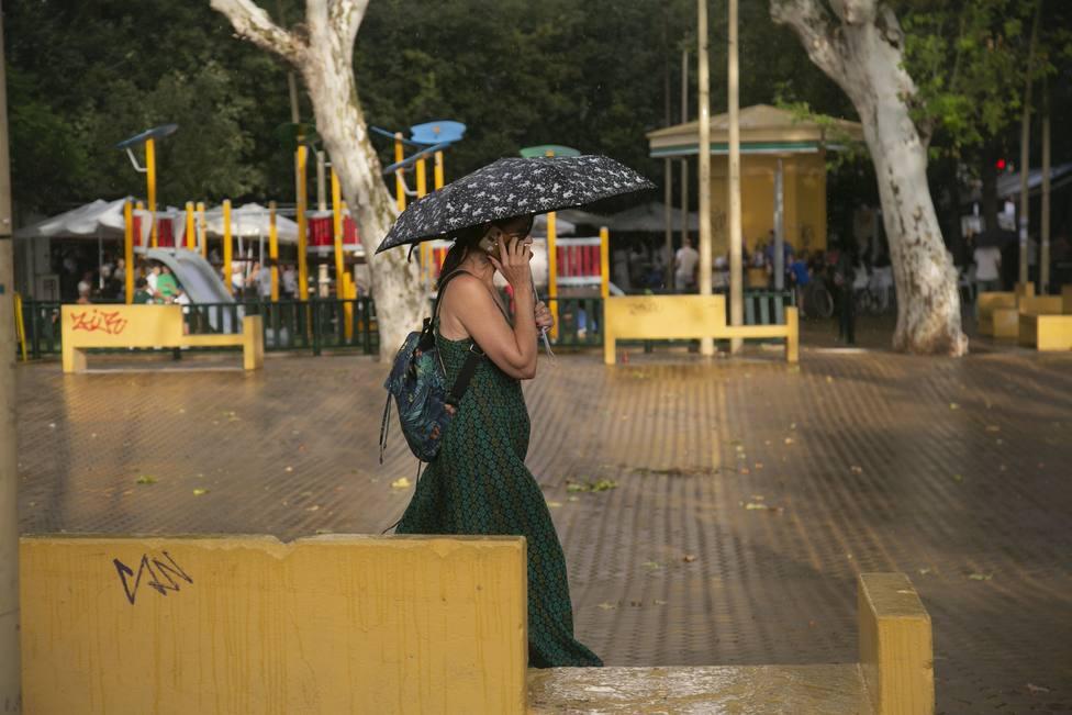 Las lluvias y las bajas temperaturas marcarán este domingo la jornada electoral
