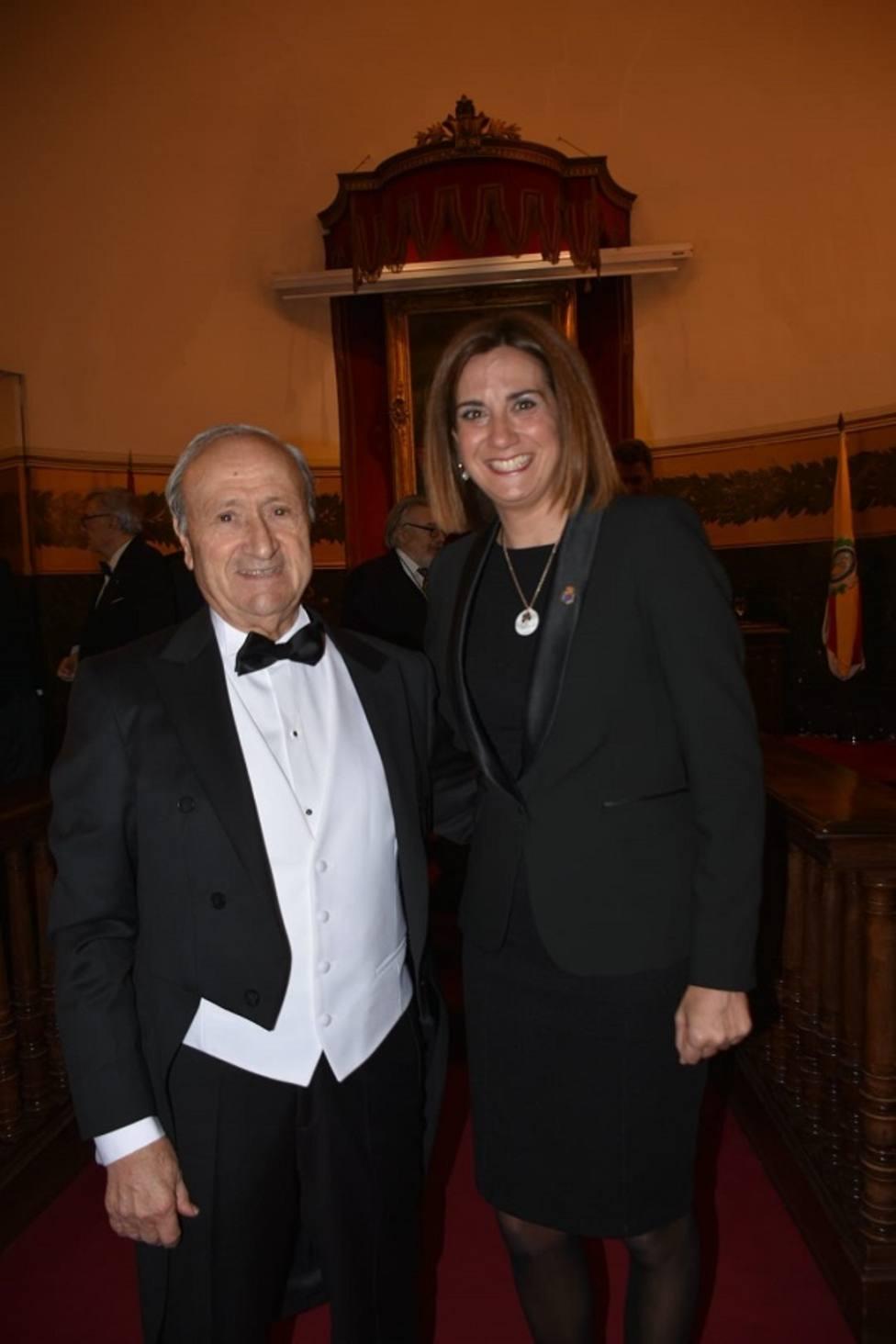 Patricia Fernández, alcaldesa de Archena, acompañó al Doctor Pedro Guillén