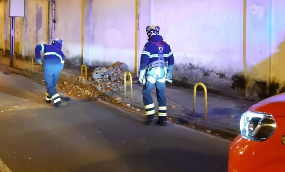 Caída de chimenea del Sánchez Aguilera a la calle Virgen de la Cabeza - FOTO: Concello de Ferrol
