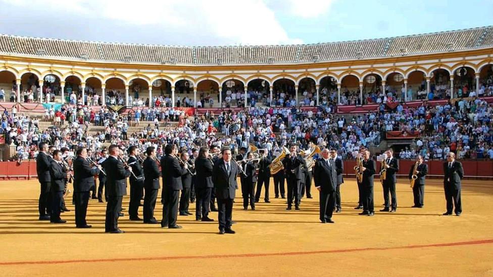 La Banda del Maestro Tejera en el ruedo de la Real Maestranza de Sevilla