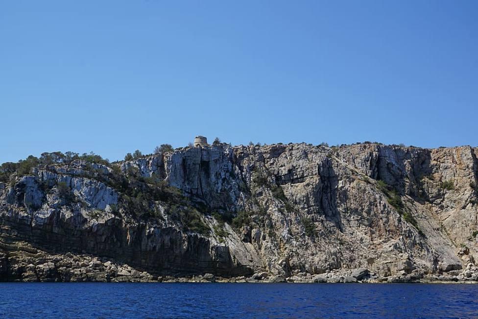 Muere un británico de 30 años al precipitarse desde un acantilado en Ibiza