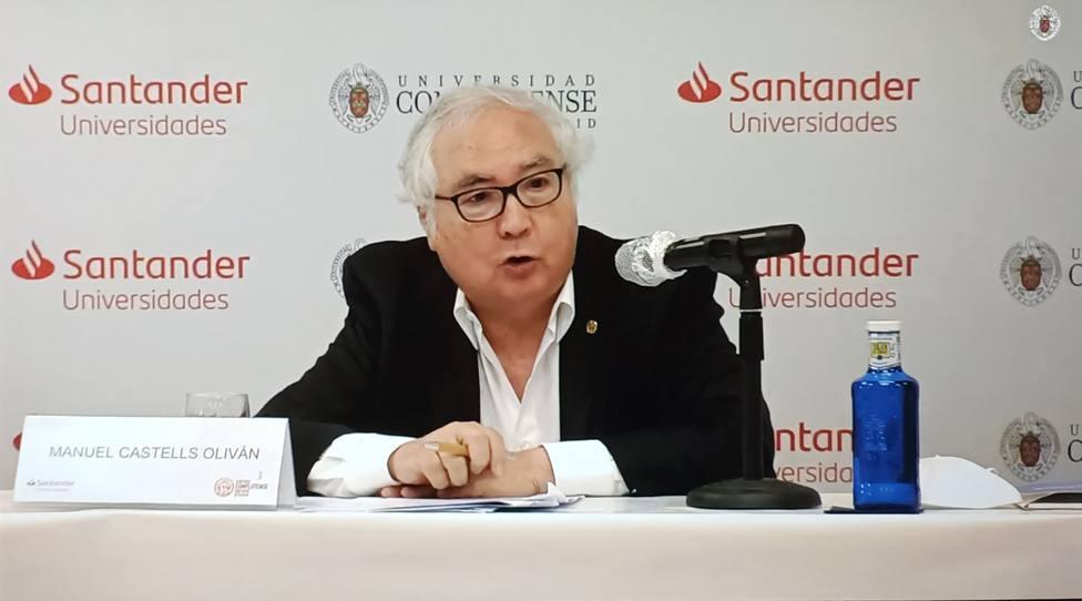El ministro de Universidades, Manuel Castells en los cursos de verano de la Complutense