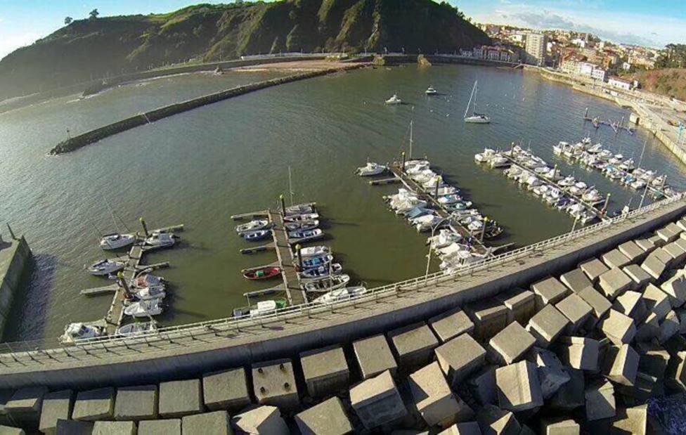 Foto aérea del puerto de Candás