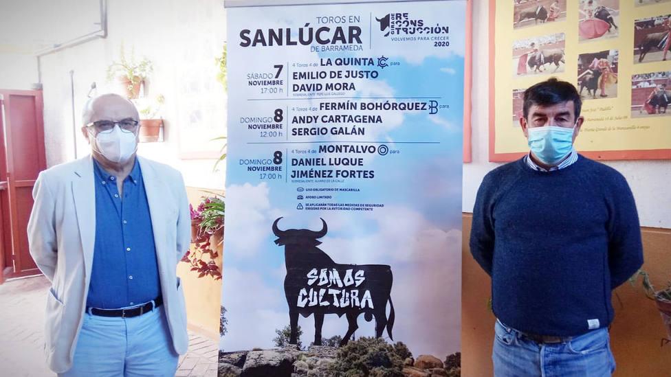 Manuel Lobato, concejal de Fiestas y Cultura de Sanlúcar, junto a Carmelo García