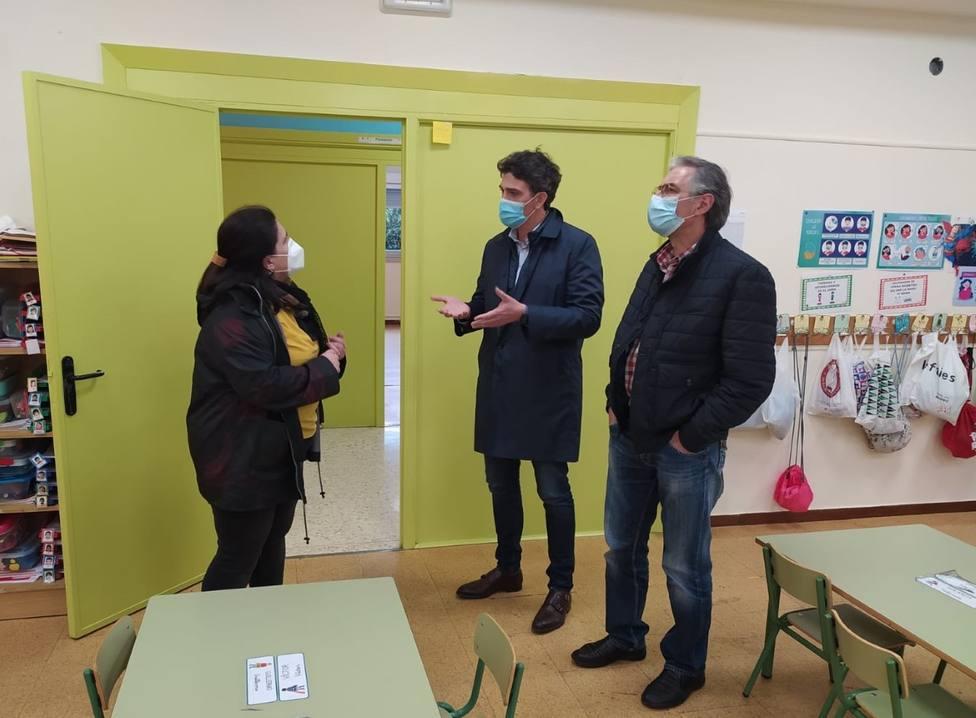 El delegado de la Xunta en Lugo, Javier Arias, visita las instalaciones reformadas del CEIP Álvaro Cunqueiro